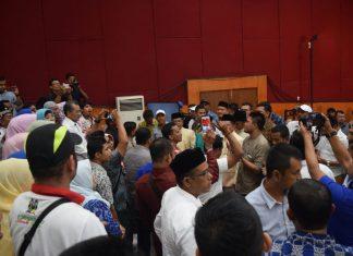 Tak baca doa di akhir acara debat, tim pendukung protes