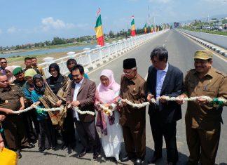 Resmikan Jembatan Lamnyong, Zaini: Untuk permudah mahasiswa