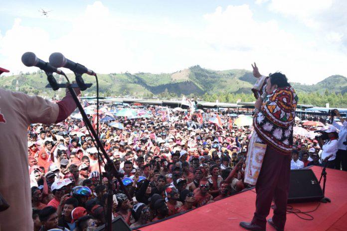 Kampanye pasangan AZAN di Aceh Tengah, Dedi Irama pakai kerawang Gayo