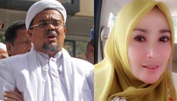 Rizieq Shihab dan Firza Husein mengklaim chat seks yang beredar di medsos adalah fitnah. (lensaindonesia.com)
