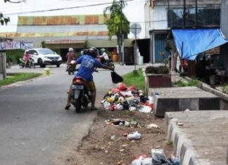 Buang sampah di Gampong Aneuk Laot Sabang didenda Rp500.000