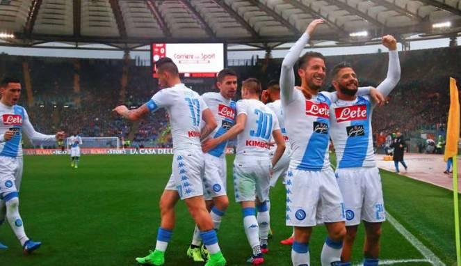 Napoli permalukan AS Roma