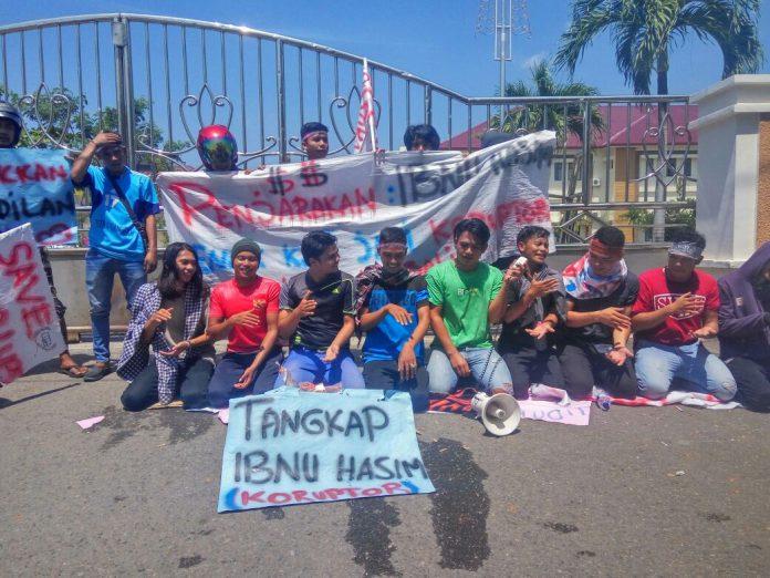 Gelar Tari Saman di depan Kejati, massa tuntut Bupati Gayo Lues ditahan