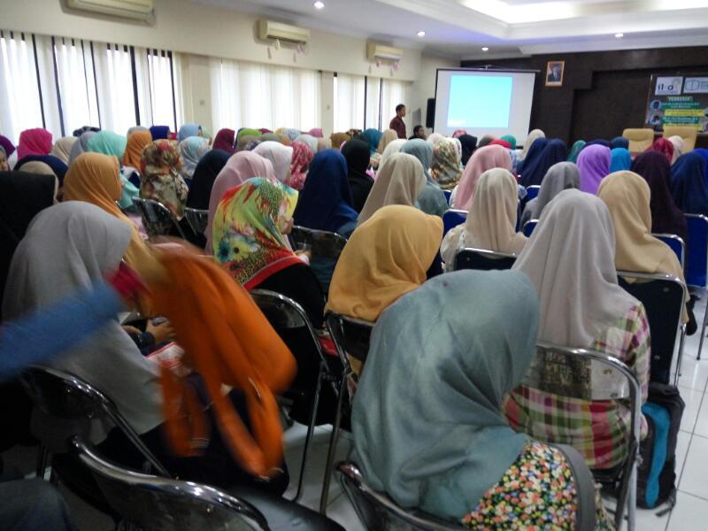 IKAT bedah buku Penegakan Syariat Islam di Indonesia