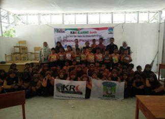 KRC KAMMI Aceh beri bantuan buku untuk SD Tampui Pidie Jaya