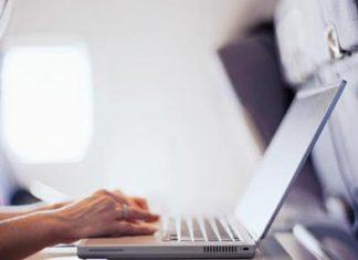 Tips aman bawa laptop di bagasi pesawat