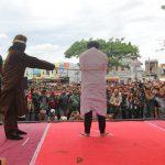 Pertama kali di Aceh, pasangan sejenis dieksekusi cambuk