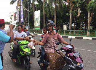 Relawan dan jurnalis Banda Aceh bagikan takjil gratis