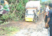 Jalan Meulaboh-Tutut yang longsor sudah dapat dilalui kendaraan