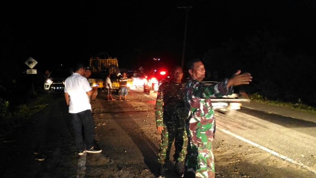 Gunung Pulot longsor, batu Gajah tutup jalan Banda Aceh - Calang