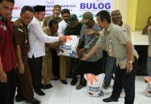 Warga Aceh Utara dapat bantuan beras sejahtera