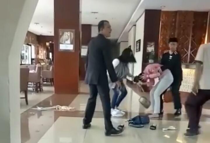 Begini Kronologis Dua Perempuan Yang Bertikai Di Hotel Hermes Kanal Aceh