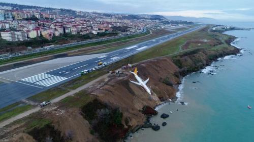 Insiden saat mendarat, pesawat Turki nyaris tercebur ke Laut Hitam