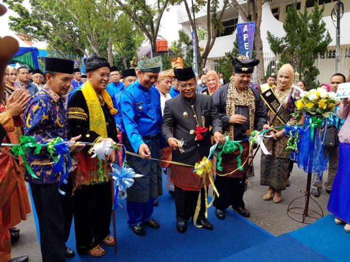 Buka City Expo di Pekanbaru, Aminullah dan istri pakai pakaian adat Aceh