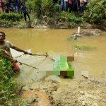 Mayat ditemukan di irigasi Langkahan, saat dievakuasi keluar janin