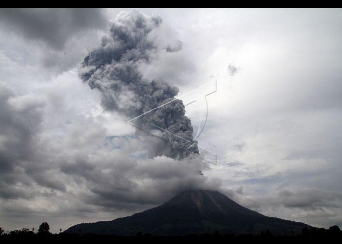 Masyarakat Aceh waspada Abu vulkanik Gunung Sinabung