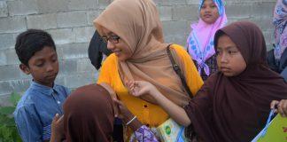 Maulidar, guru bagi anak pemulung di Gampong Jawa