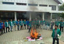 Mahasiswa unjuk rasa di DPRA tolak UU MD3