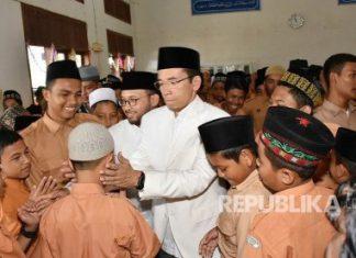 Kunjungi dayah di Aceh Besar, TGB: Santri bisa jadi orang penting
