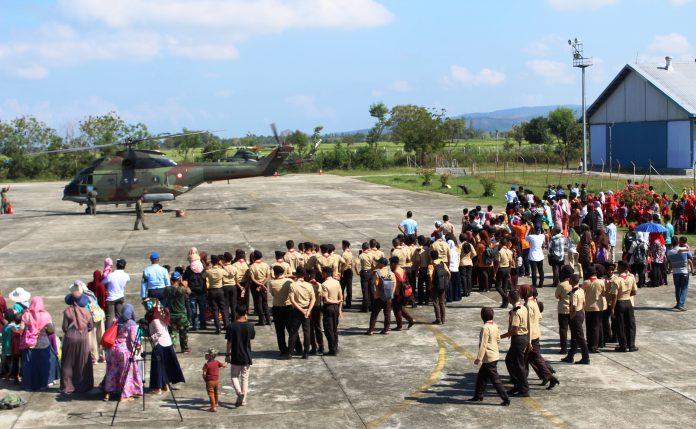 Pelajar antusias lihat Pesawat Hawk dan Helikopter di Lanud SIM