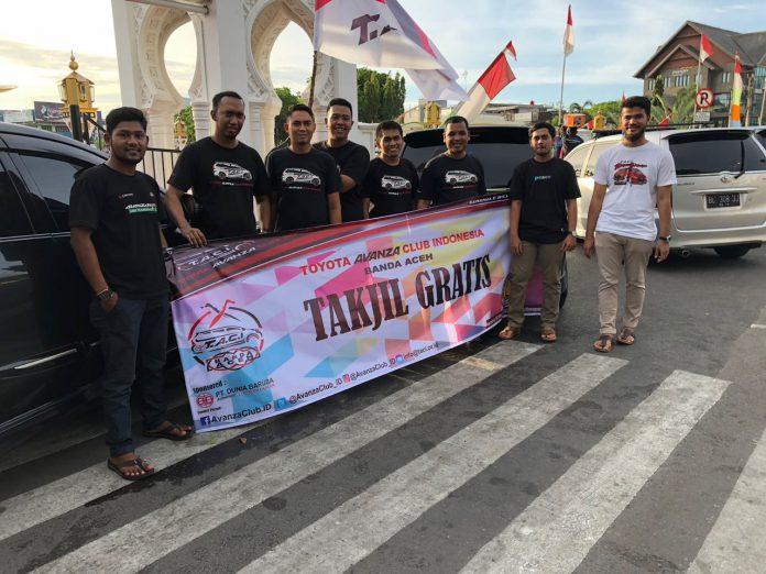 Toyota Avanza Club Aceh Bagi-bagi Takjil