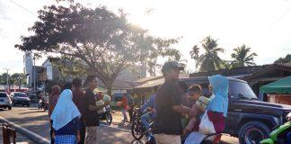 SMK Darma Shalihat bagikan 1001 Takjil kepada Pengguna Jalan
