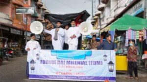 Forum Dai Milenial Gelar Dai Keliling Dan Berbagi Takjil Di Persimpangan Jalan